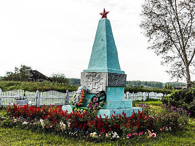 с. Акулово Первомайского р-на. Памятник воинам - землякам, погибшим в годы войны.