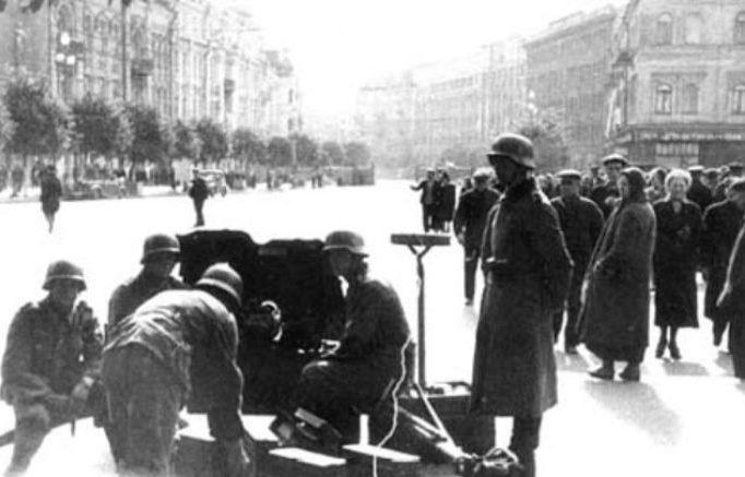 Площадь Сталина (ныне - Европейская). Сентябрь 1941 г.