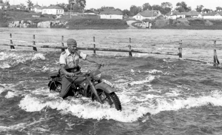 Купание в Украине. Июль 1941 г.
