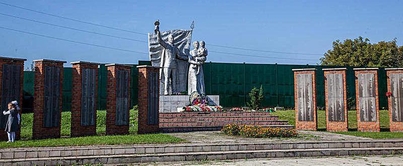 с. Зудилово Первомайского р-на. Мемориальный комплекс воинам района