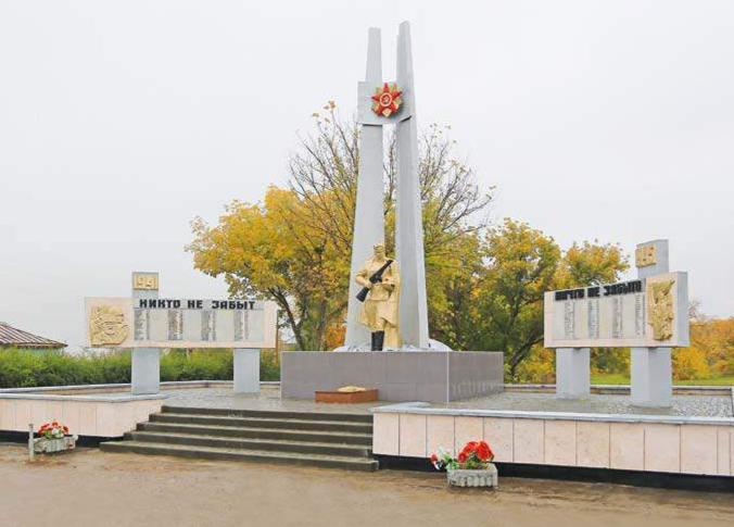 с. Степной Кучук Родинского р-на. Памятник воинам-землякам, погибшим в годы Великой Отечественной войны.