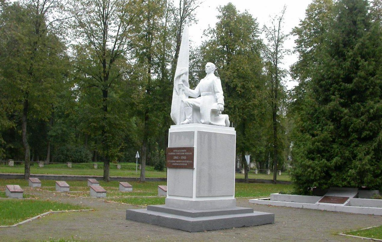 г. Пренай Пренайского р-на. Памятник на воинском кладбище по улице Кястучиог, где похоронены 593 воина, в т.ч. 27 неизвестных, 362-й стрелковой дивизии, погибших в июле 1944 года.
