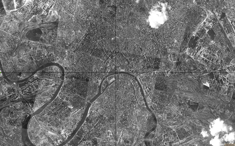 Немецкая аэрофотосъемка центра Москвы (Кремль отмечен на пересечении линий).