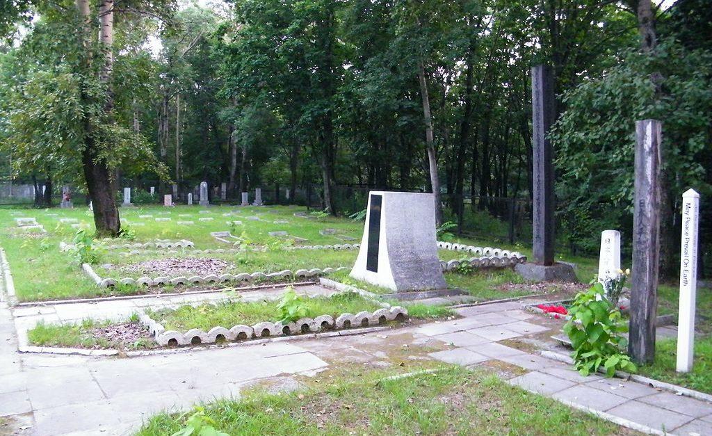 Сектор захоронений японских военнопленных на Центральном кладбище Хабаровска.