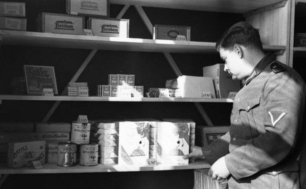Военная продуктовая лавка. Франция. 1943 г.