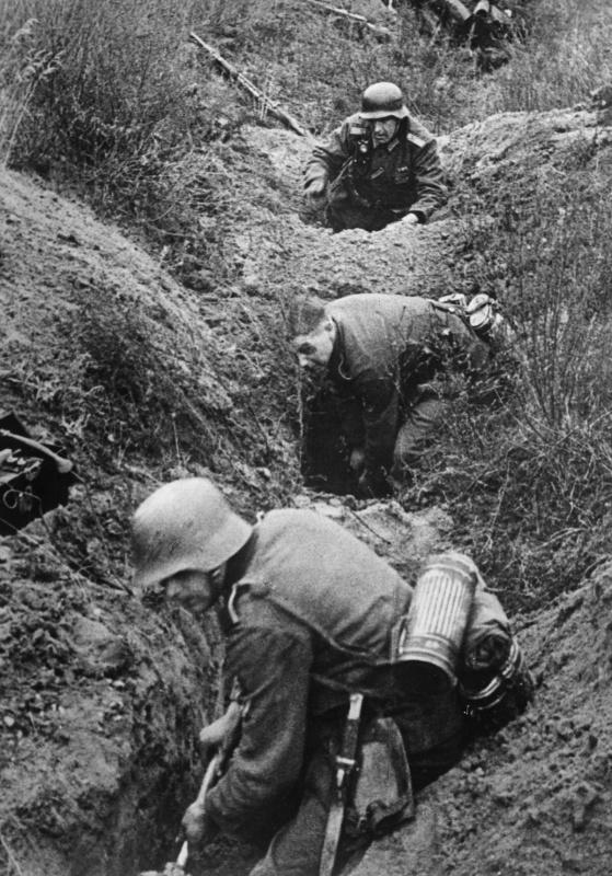 Пехота окапывается. Восточный фронт. 1941 г.