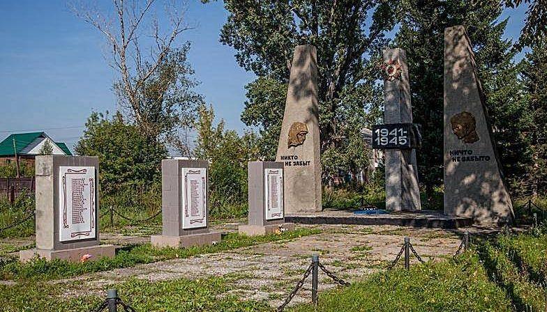 с. Зудилово Первомайского р-на. Памятник землякам, погибшим на войне.