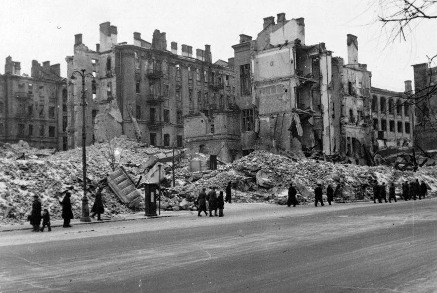 Угол Крещатика и Прорезной в руинах. Осень 1941 г.