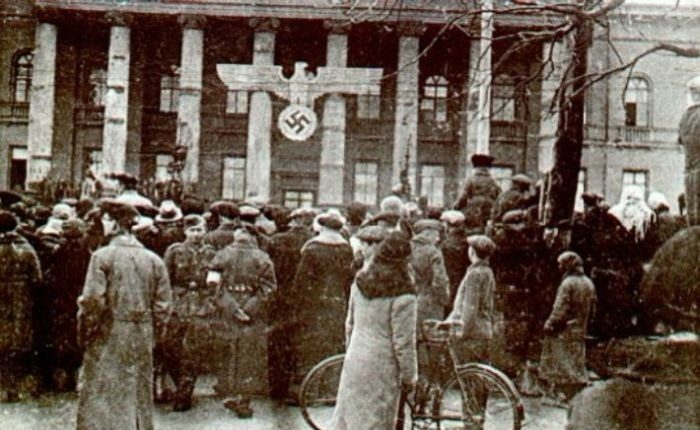 Красный корпус Университета Шевченко.