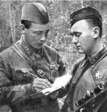Снайпер А. Кочегаров (слева) одержал 182 победы.