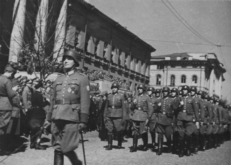 Немецкое полицейское подразделение на параде в Киеве. Осень 1941 г.