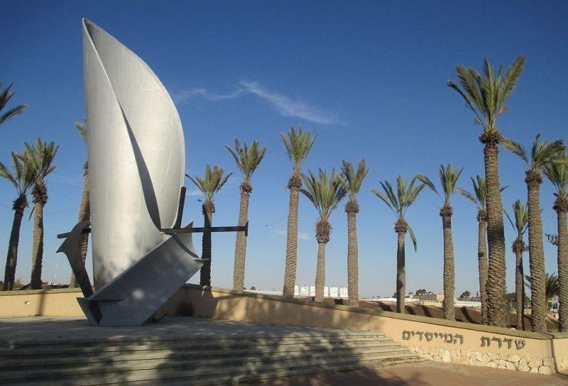 г. Димона. Памятник, установленный в 2003 году в память о павших воинах-евреях во Второй мировой войне.