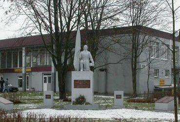г. Шальчининкай. Памятник по улице Вильняус, установленный на братской могиле, в которой захоронено 57 советских воинов, погибших в июле 1944 года.