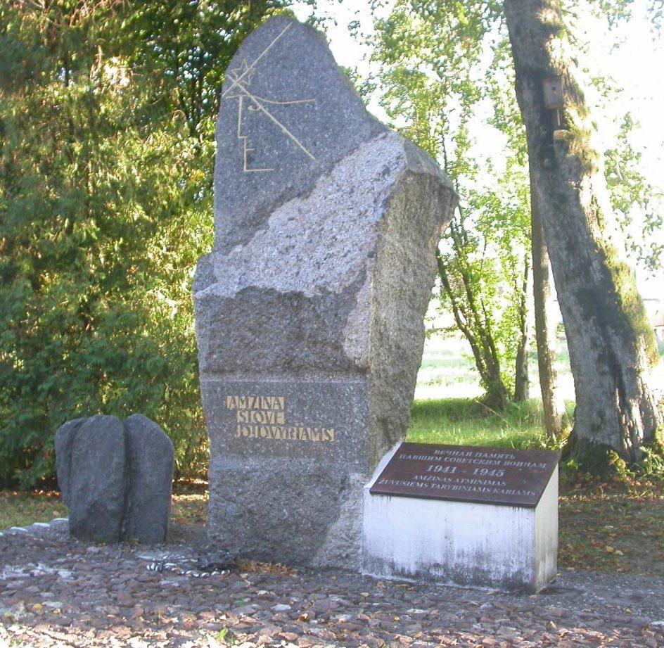 п. Вайнутас Шилутского р-на. Памятник на братской могиле у дороги на Дегучяй на воинском кладбище, где похоронено 140 воинов, в т.ч. 75 неизвестных, погибших в 1944 году. Среди похороненных – воины 16-й Литовской стрелковой дивизии.
