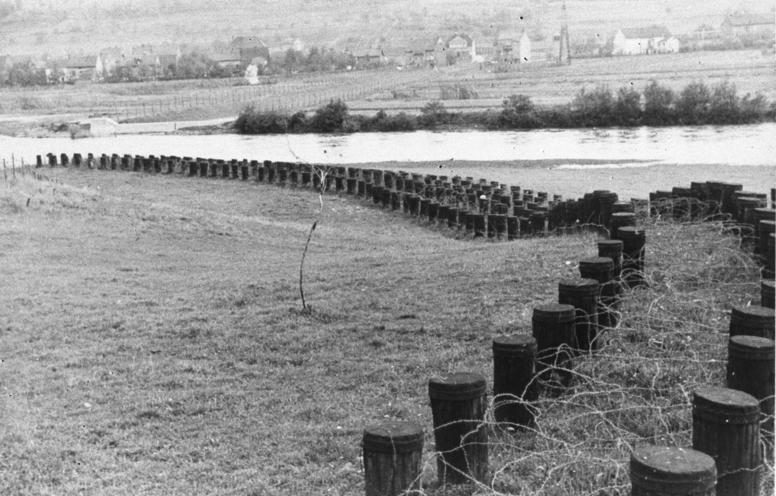 Заграждения против легкобронированной техники. Октябрь, 1939 г.