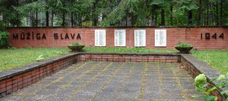 Мемориал на воинском кладбище.