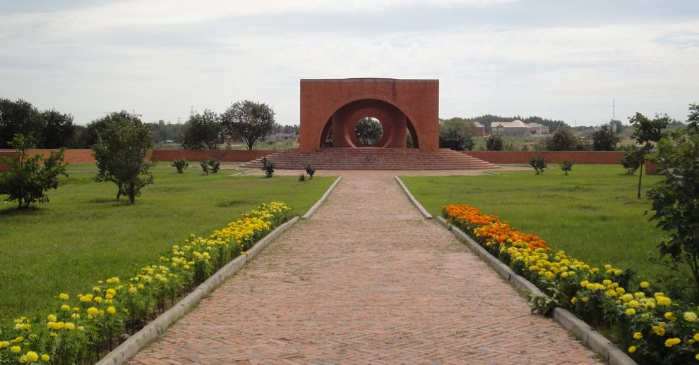Мемориальный парк мира в Краснофлотском районе Хабаровска, разбит на месте бывшего лагеря и кладбища японских военнопленных.