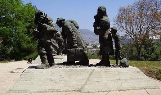 Памятник евреям, идущим в гетто.