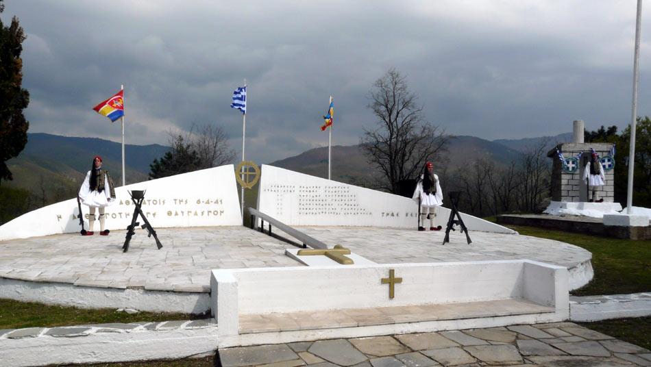 Памятник погибшим защитникам.