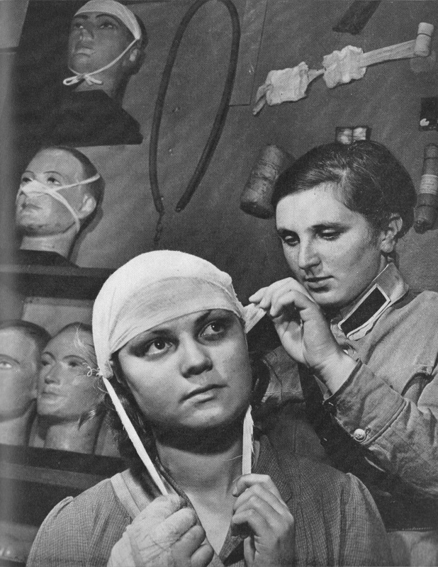 Обучение сандружинниц. Август, 1941 г.