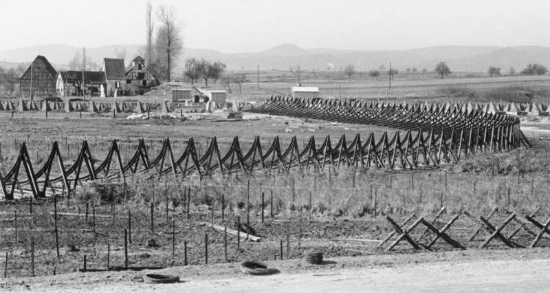 Противотанковые заграждения в долине. Штайнфельд. Март, 1940 г.