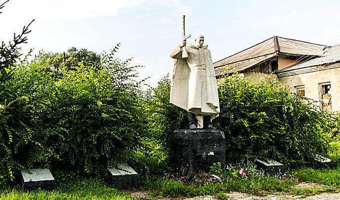 с. Новокопылово Заринского р-на. Памятник воинам, погибшим в годы войны.