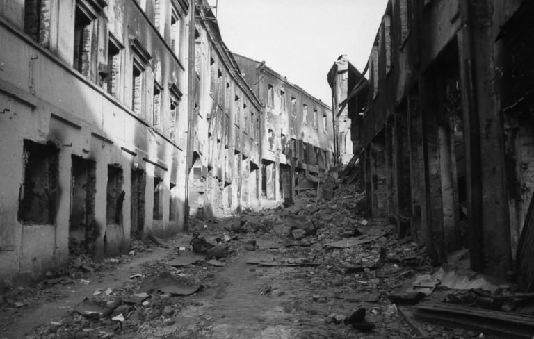 Руины города. Июль, 1941 г.
