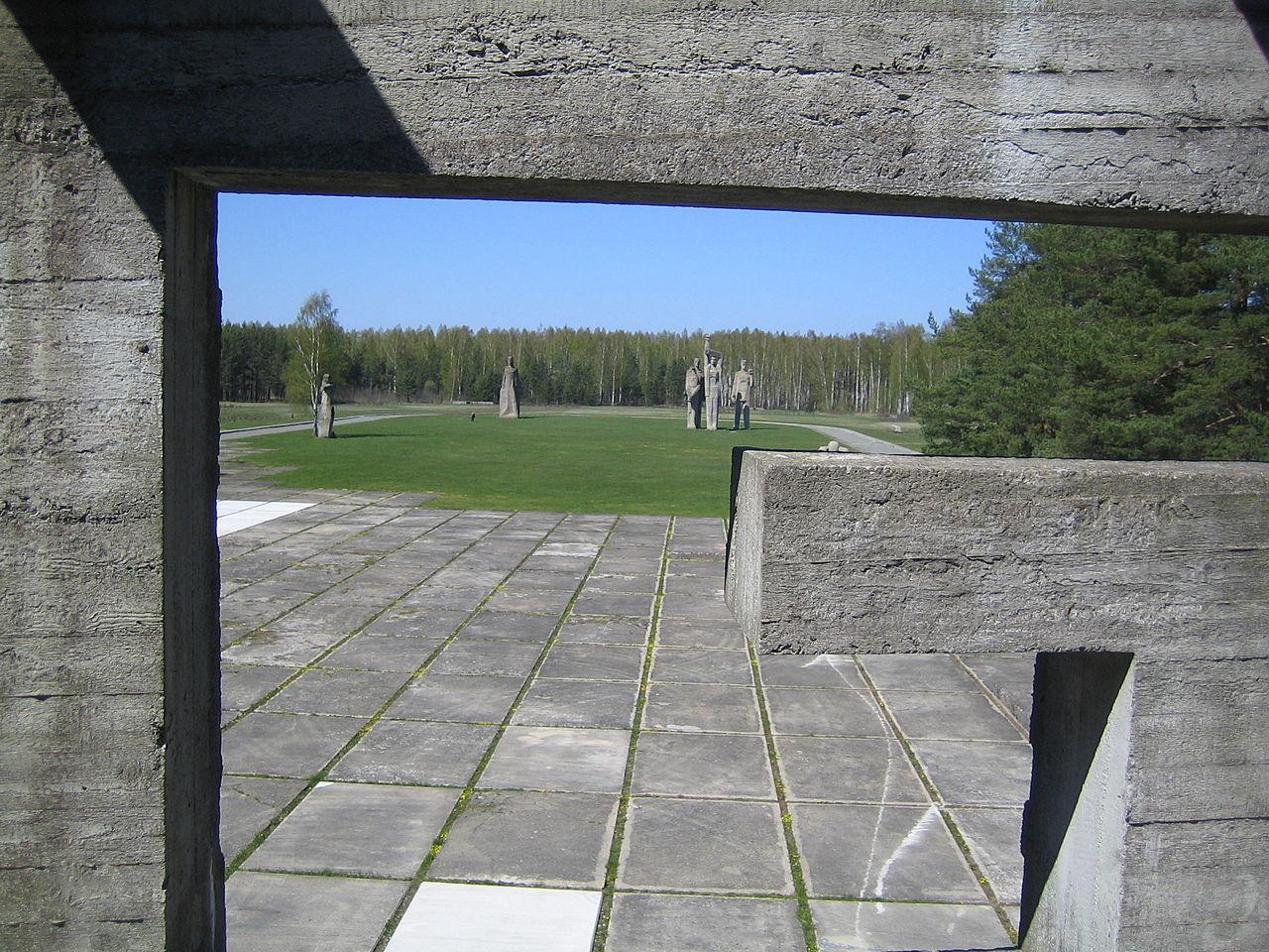 Вид на мемориал с главного входа.