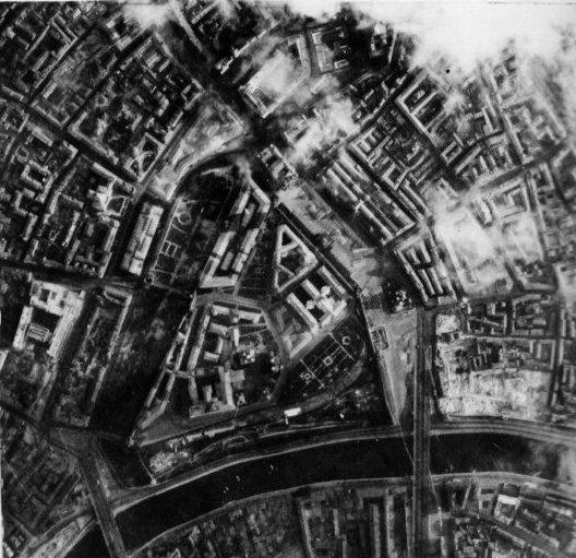 Снимок результатов первой бомбардировки Кремля.