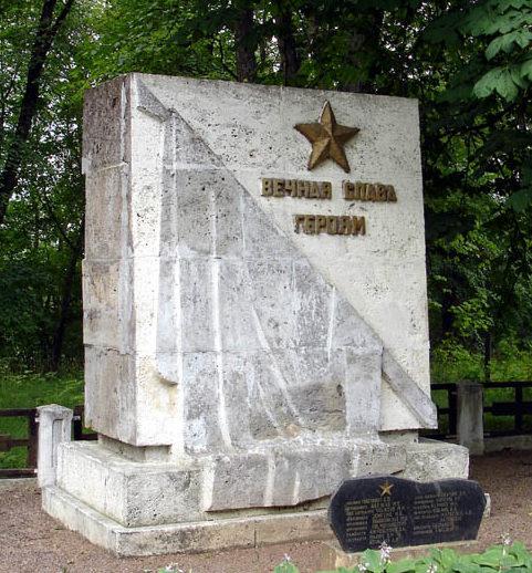 г. Тукумс. Братская могила по улице Пилс, в которой похоронено 17 воинов.