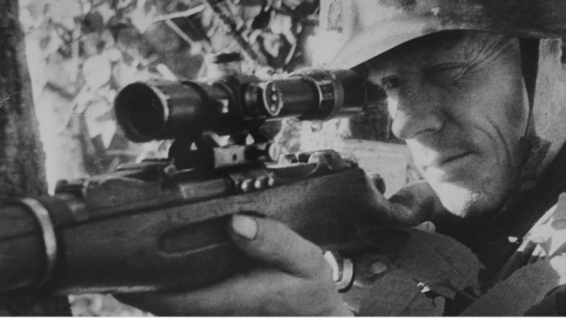 Снайпер Дюрягин на позиции. Ленинград. 1942 г.