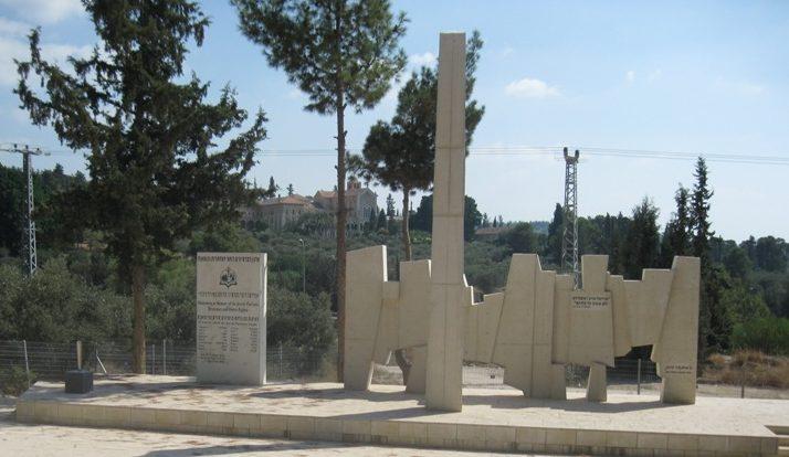 П-ток Латруни. Памятник партизанам и подпольщикам.