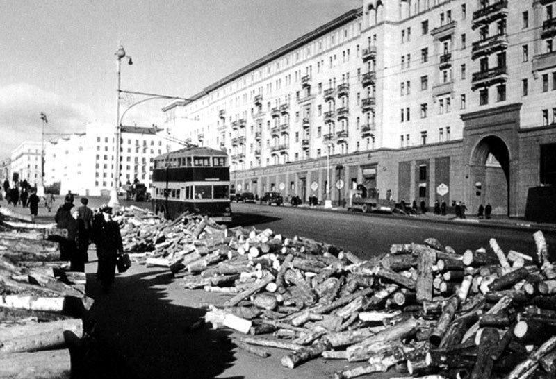 Дрова на Тверской. Осень, 1942 г.
