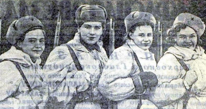 Снайперы, слева направо: М.Рожкова, Р.Шанина, О.Мокшина и Е. Новикова. Март 1945 г.