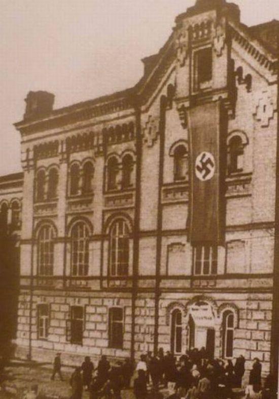 Биржа труда на улице Смирнова-Ласточкина, дом 20. 1942 г.