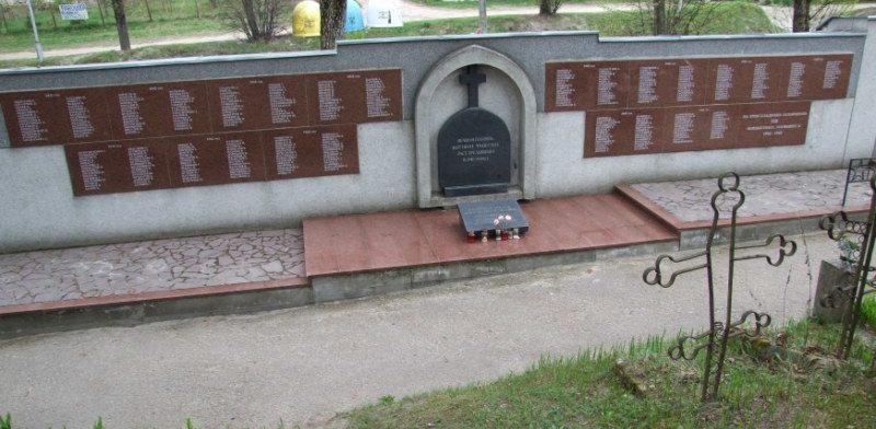 г. Вильнюс. Мемориал на Ефросиньевском кладбище, установленный на братской могиле, в которой похоронено 1154 жертвы фашизма.