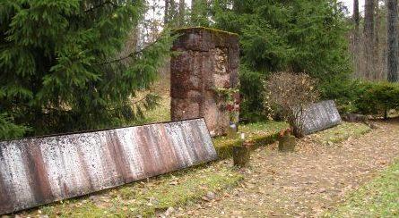 Памятник на братских могилах.