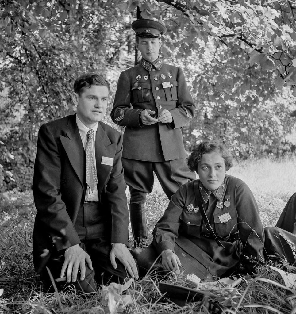 Л.Павличенко в Вашингтоне с членами советской делегации. 1942 г.