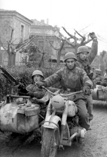 Мотоцикл ТИЗ-АМ-600 с танковым пулеметом ДТ-29. 1943 г.