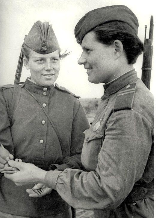 Снайперы К.Доценко и А.Степанова. Июнь 1943 г.