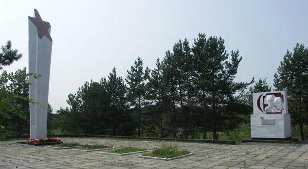 г. Барнаул. Мемориал в память о воинах, умерших в госпиталях Барнаула, установлен в 1975 году на Булыгинском кладбище. На его стелах увековечено 420 имен погибших воинов. Он располагается рядом с поселком Кирова (Булыгино).