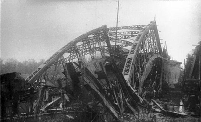 Русановский мост, также взорван красноармейцами. 1941 г.