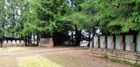 п. Укры, волость Укру, край Ауцес. Мемориал на воинском братском кладбище, где похоронено 662 советских воина, в т.ч. 144 неизвестных, погибших в годы войны.