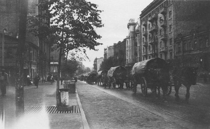 Немецкие войска на улице Саксаганского. Сентябрь 1941 г.