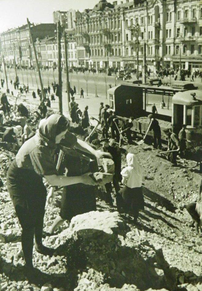 Восстановление Крещатика. 1944 г.