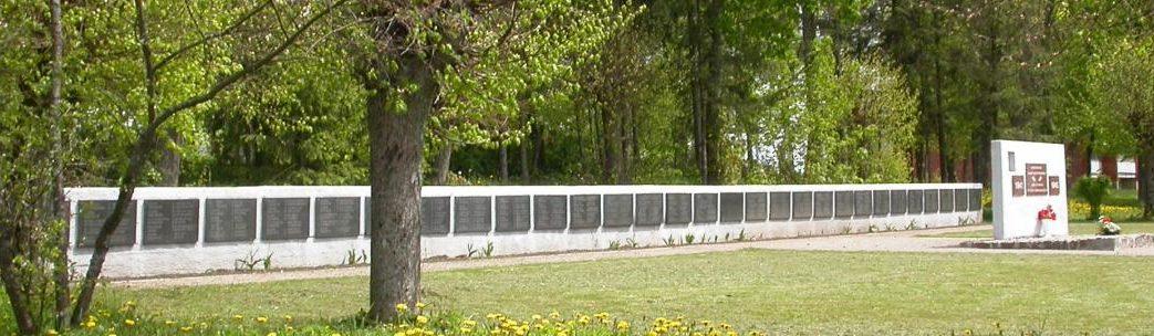 п. Жемайчю Науместис Шилутского р-на. Воинское кладбище на улице Даряус и Гирено, где похоронено 145 воинов, погибших в 1944 году.