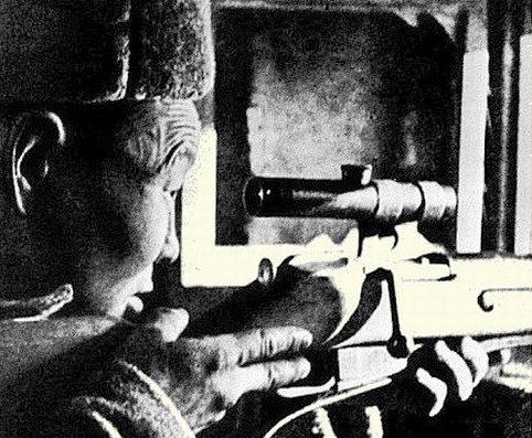 Иван Кульбертинов на огневой позиции.