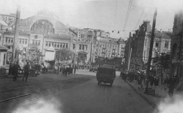 Бульвар Шевченко перед Бессарабским рынком. Сентябрь 1941 г.