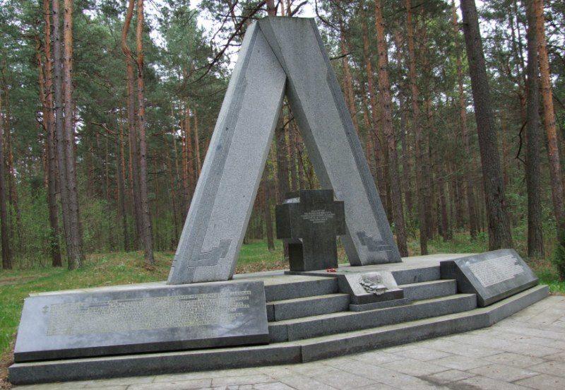 Памятник на месте расстрела 86 добровольцев Литовской армии.