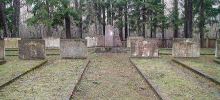 х. Салгалес скола, волость Сидрабенес, край Озолниеку. Воинское кладбище, где похоронено 492 советских воина, погибших в годы войны. На братских могилах установлено 15 памятных плит и в 1966 году сооружен памятник.